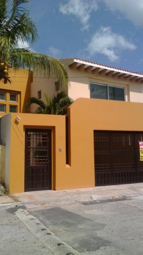Casa Residencial en Merida, Fraccionamiento Montecristo, Comodidad y Plusvalia.