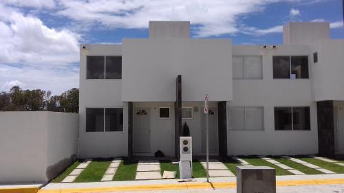 Hermosa casa  en lago residencial