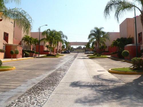 Propiedad en precioso y privado fraccionamiento residencial en Xochitepec Morelos.