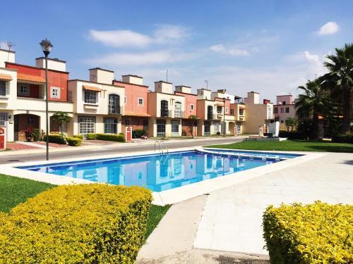 Casa en Fraccionamiento con alberca Residencial Paseos del Rio!