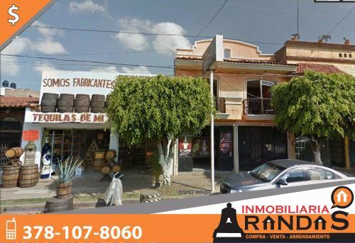 Casa con local comercial en venta en zona centro, frente al IMSS, Arandas Jalisco