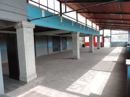 Local en renta a media calle de la FES Acatlán, Naucalpan