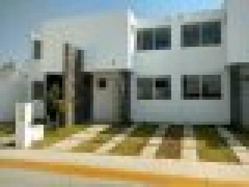casa de  pisos en fraccionamiento privado